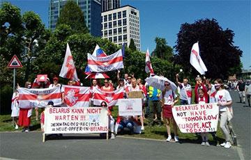 Беларусы Франкфурта зладзілі марш салідарнасці з суайчыннікамі