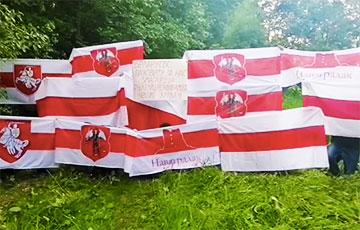 Residents Of Zialiony Luh, Minsk Chanting 'Tribunal!'
