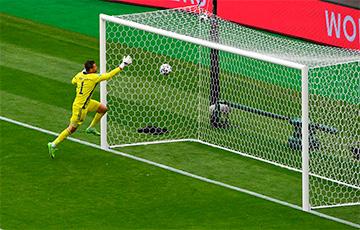 Чэшскі футбаліст забіў з цэнтра поля ў матчы Еўра