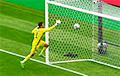 Чешский футболист забил с центра поля в матче Евро