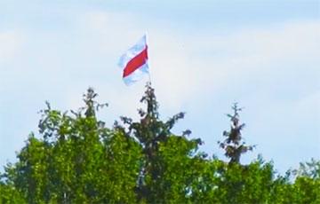 Koidanava-Dziarzhynsk Partisans Raised National Flag To Unreachable Height