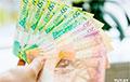 «Беларусы нешта ведаюць»: вынас рублёвых укладаў з банкаў паскорыўся