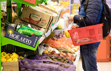 Почти четверть россиян экономят на еде