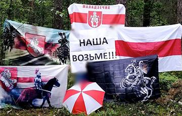 Жители Молодечно вышли на протестную акцию с национальными флагами