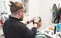 Как чиновник решил уйти с госслужбы и стал парикмахером
