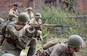 «Вместо того, чтобы приостановить наступление немцев, били в затылок своих и расстреливали целые колонны»