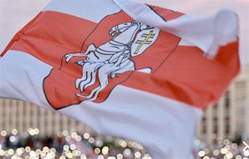 Huge National Flag Hoisted Over Minsk Hrushauka