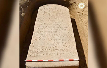 Египетский фермер нашел на своем поле памятную плиту известного фараона