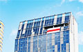 На здании самоуправления города Вильнюса появился бело-красно-белый флаг