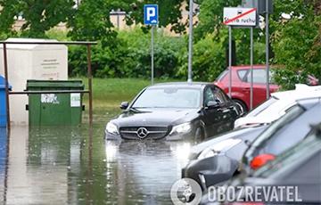 Сорванные крыши и затопленные улицы: по Польше прокатился мощный ураган