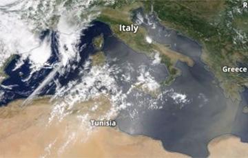 Европу накрыло гигантское пылевое облако из Сахары: чем это грозит