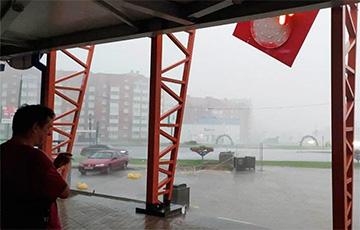 Сильный ливень с градом накрыл Сморгонь, Молодечно и Воложин