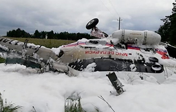 Photos of the Emergencies Ministry Helicopter Appeared after an Emergency Landing near Luninets