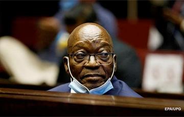 Бывший президент ЮАР сдался полиции