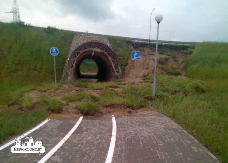 Возле нового автомобильного моста в Гродно провалился участок дороги2