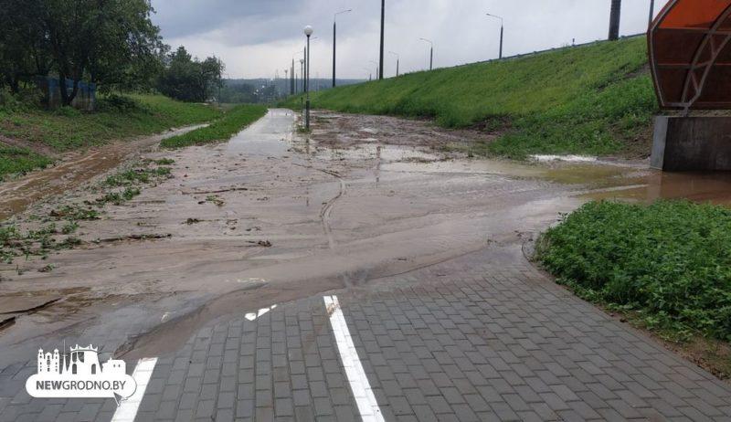 Возле нового автомобильного моста в Гродно провалился участок дороги5