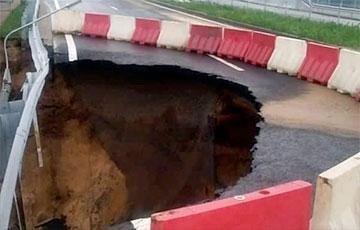 Возле нового автомобильного моста в Гродно провалился участок дороги0