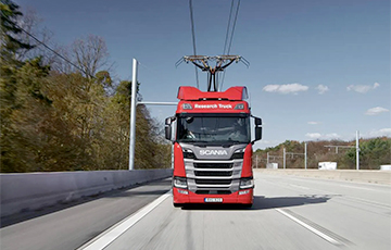В Германии появились электрические грузовики-трамваи