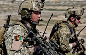 Афганские военные отступают в Таджикистан под натиском талибов0