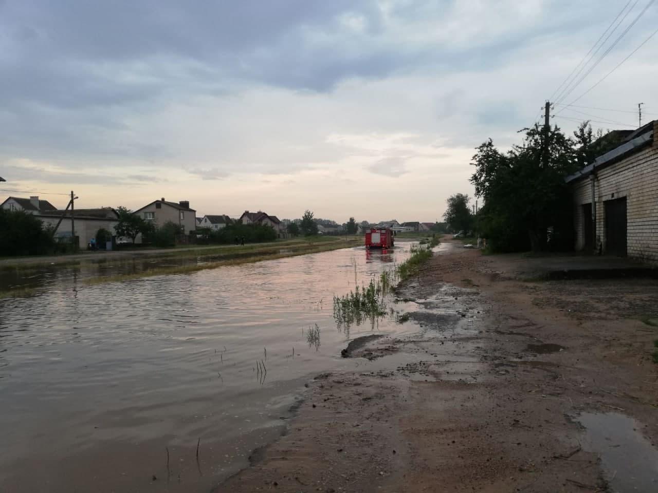 Ливень превратил улицы Барановичей в реки, а перекрестки — в озера3