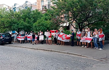 Белорусы Киева провели акцию в поддержку Виктора Бабарико0
