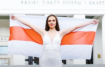 Маргарита Левчук исполнила «Купалінку» на большом концерте в Праге