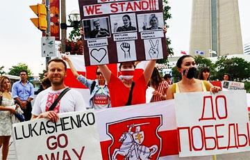 Белорусы Торонто вышли на акцию солидарности с земляками