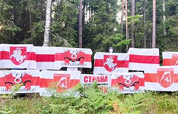 Белорусы вышли на акцию в поддержку смелой выпускницы БГУ, речь которой напугала лукашистов