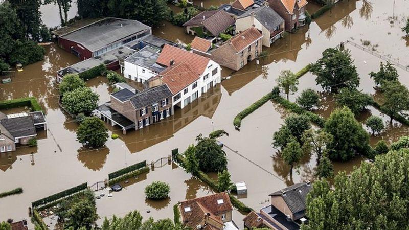 Ливни и наводнения на севере Италии: закрыты дороги, срываются местные выборы