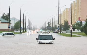 Практически море: улицы Гродно ушли под воду из-за мощного ливня
