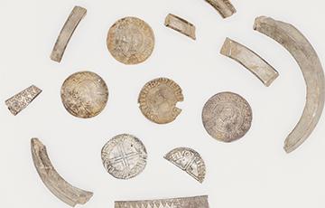 Жительница британского острова Мэн нашла клад монет эпохи викингов