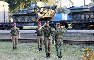 В Брест прибыл первый эшелон с российскими военными