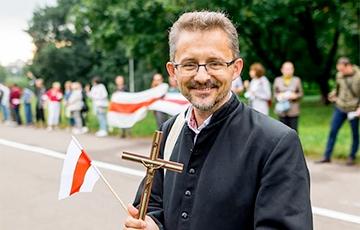 Ксендз Вячеслав Борок: Я участвую в борьбе добра и зла