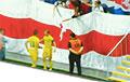 Хавбек БАТЭ Нехайчик отпраздновал гол с болельщиками, которые вывесили огромный национальный флаг