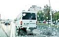 В Минске маршрутчик при перестроении вытеснил легковушку на встречку: видео