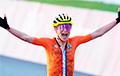 Велагоншчыца з Нідэрландаў адсвяткавала перамогу на фінішы ў Токіё, а потым выявілася, што яна толькі другая