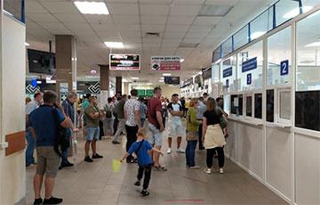 В ГАИ в Ждановичах — снова огромные очереди