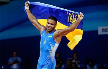 Украинский борец станцевал гопак после того, как завоевал золотую медаль на Олимпиаде