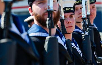 В Британии прошла церемония прощания с кораблями, которые передадут ВМС Украины
