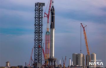 SpaceX собрала крупнейшую ракету в истории