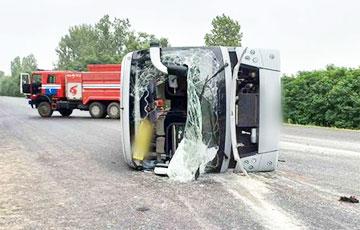 Под Барановичами пассажирский автобус перевернулся после столкновения с микроавтобусом