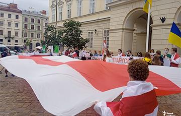 Мэр Львова присоединился к акции белорусов в честь 9 августа