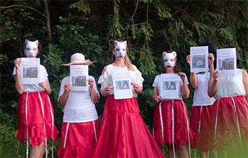 Белоруски из Сеницы поздравили журналиста Ивулина с днем рождения