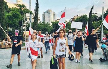 «Беларусь сделала выбор»: Тель-Авив вышел на акцию солидарности