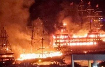 В Турции сгорели сразу четыре экскурсионных судна
