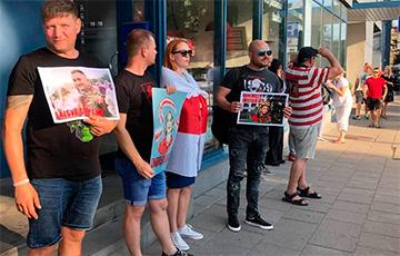 Белорусы Литвы вышли на акцию солидарности со Степаном Латыповым и Полиной Шарендо-Панасюк
