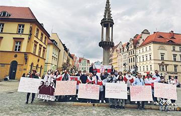 Белорусы Вроцлава вышли на яркую акцию солидарности