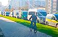 Одна из улиц Минска стала стихийной парковкой коммерческого транспорта: видео