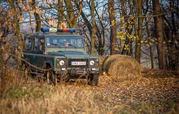 Польские пограничники показали, как нелегалы готовятся к прорыву границы