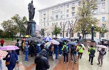 Жители Москвы вышли на улицы, протестуя против фальсификаций на выборах в Госдуму